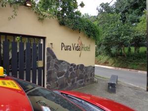 July 2013: Pura Vida Hotel where we met our gracious host Berni. (Alajuela, Costa Rica)